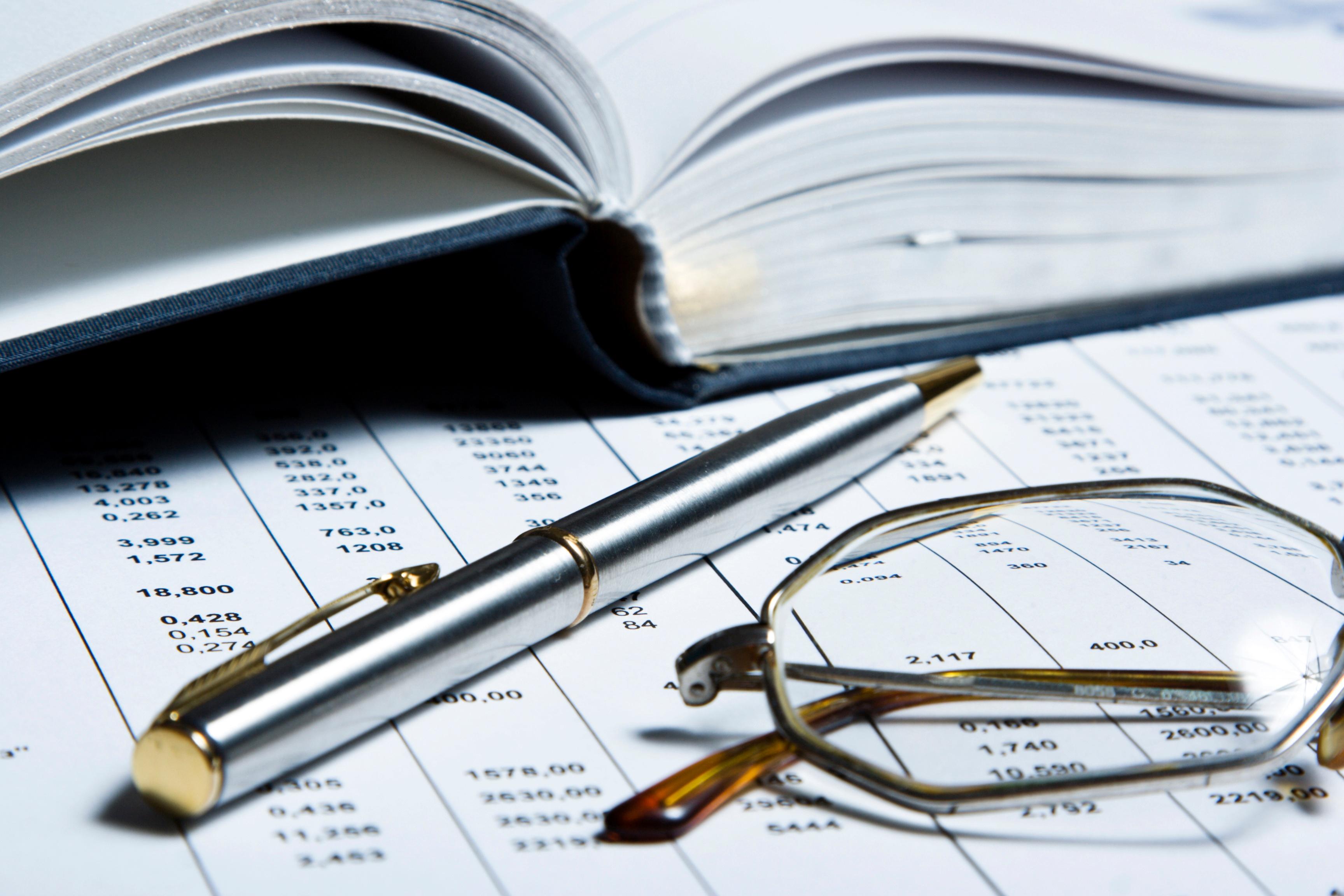glasses_pen_book.jpg